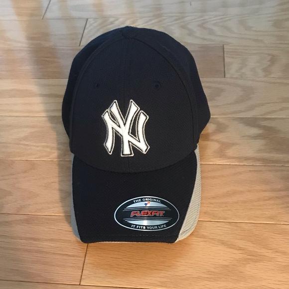 06e7d81ed8b70 New Era NY YANKEES MLB Baseball Navy Fitted Hat ML.  M 5bba40a97386bc60e14cc0ae